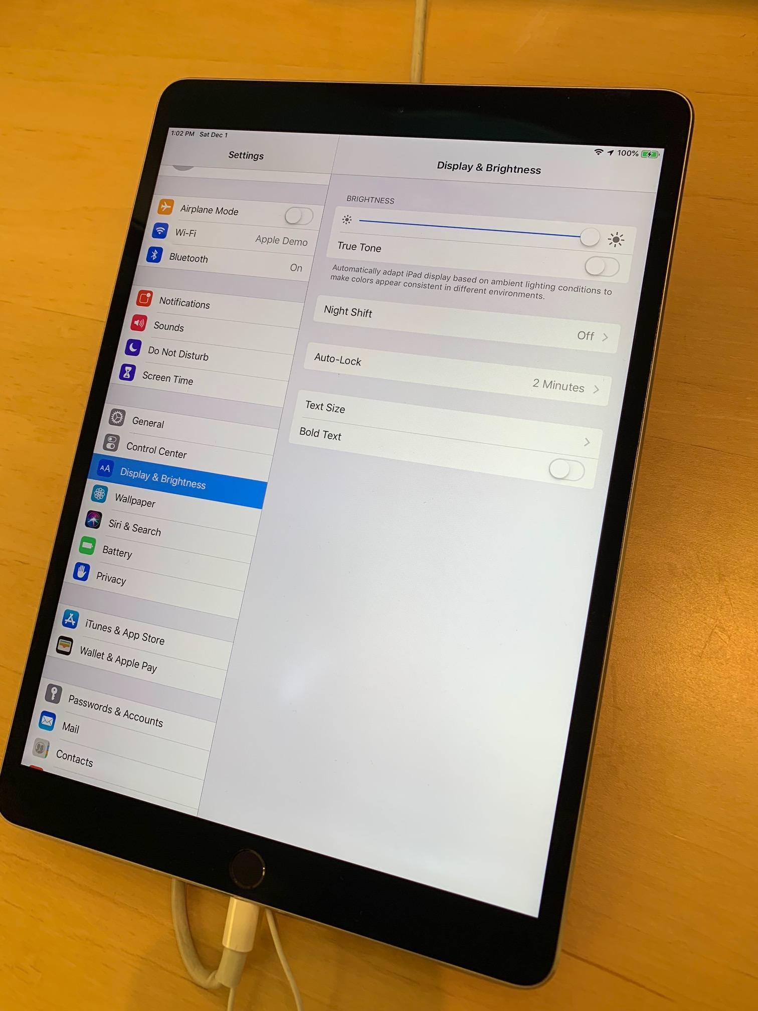 iPad Pro exposto na Apple Store