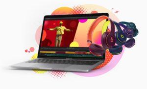 MacBook Pro com fones Beats - promoção de volta às aulas