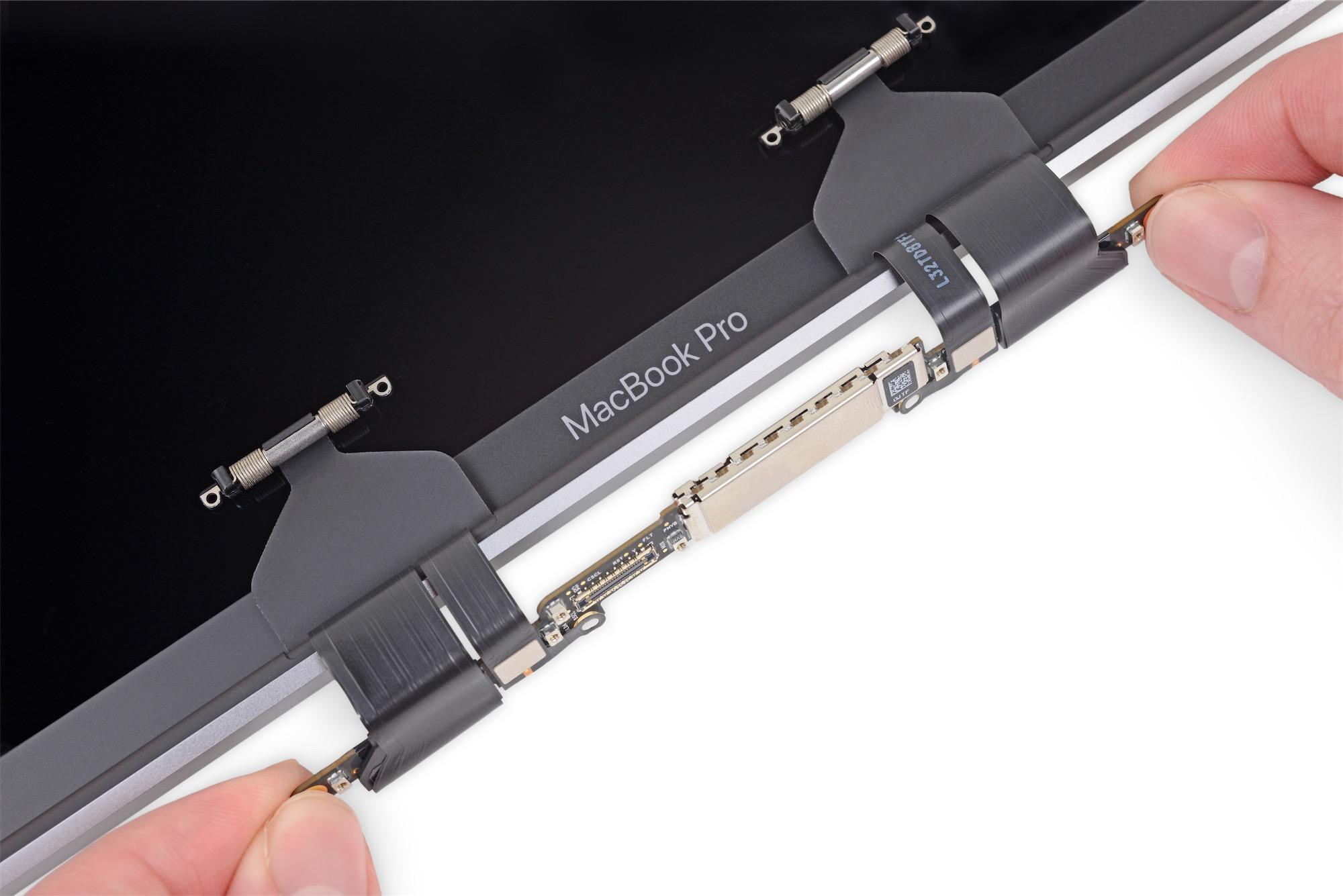 Cabos de conexão do painel à placa lógica no MacBook Pro