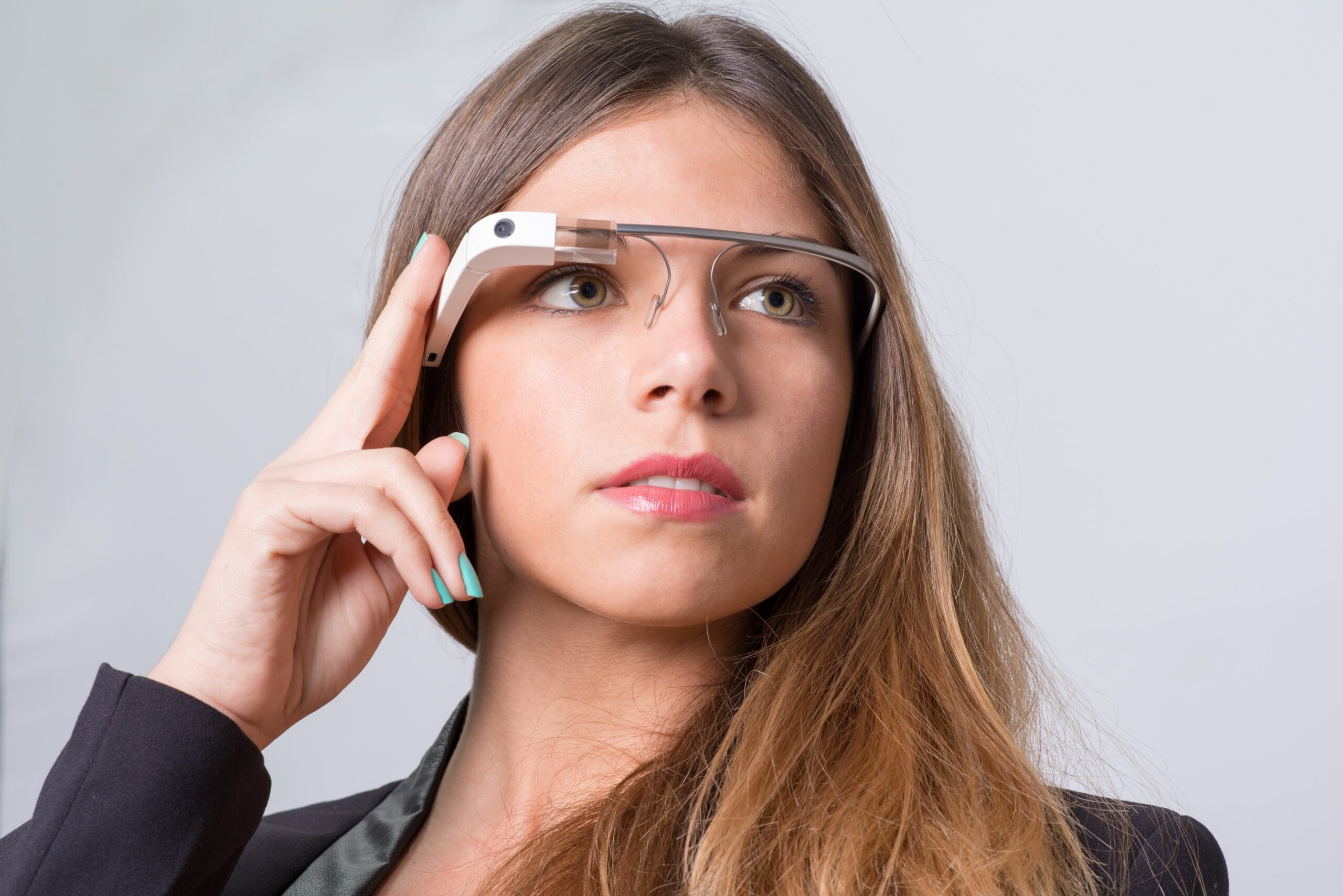 Mulher usando Google Glass