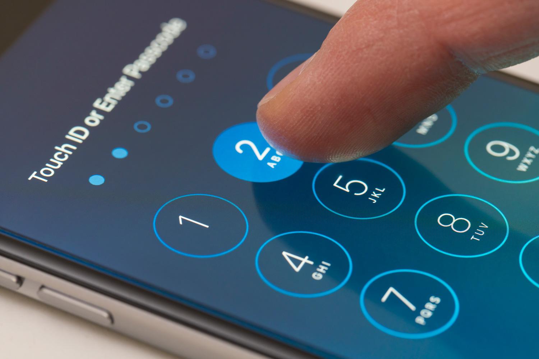 Digitando senha do iPhone