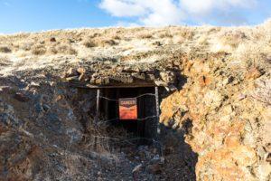 Aviso em entrada de mina