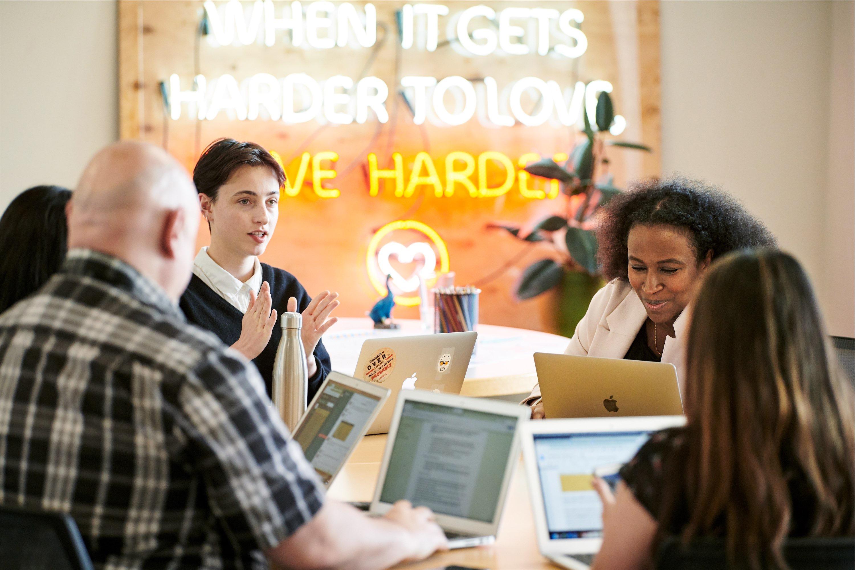 Dream Corps, ONG que faz parceria com a Apple para levar linguagem de programação a comunidades sub-representadas