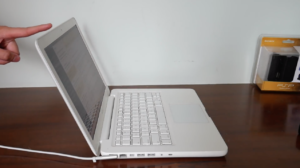 "MacBook White ""restaurado"" por youtuber Gabriel do Pinho"
