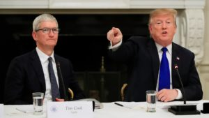 Tim Cook e Donald Trump