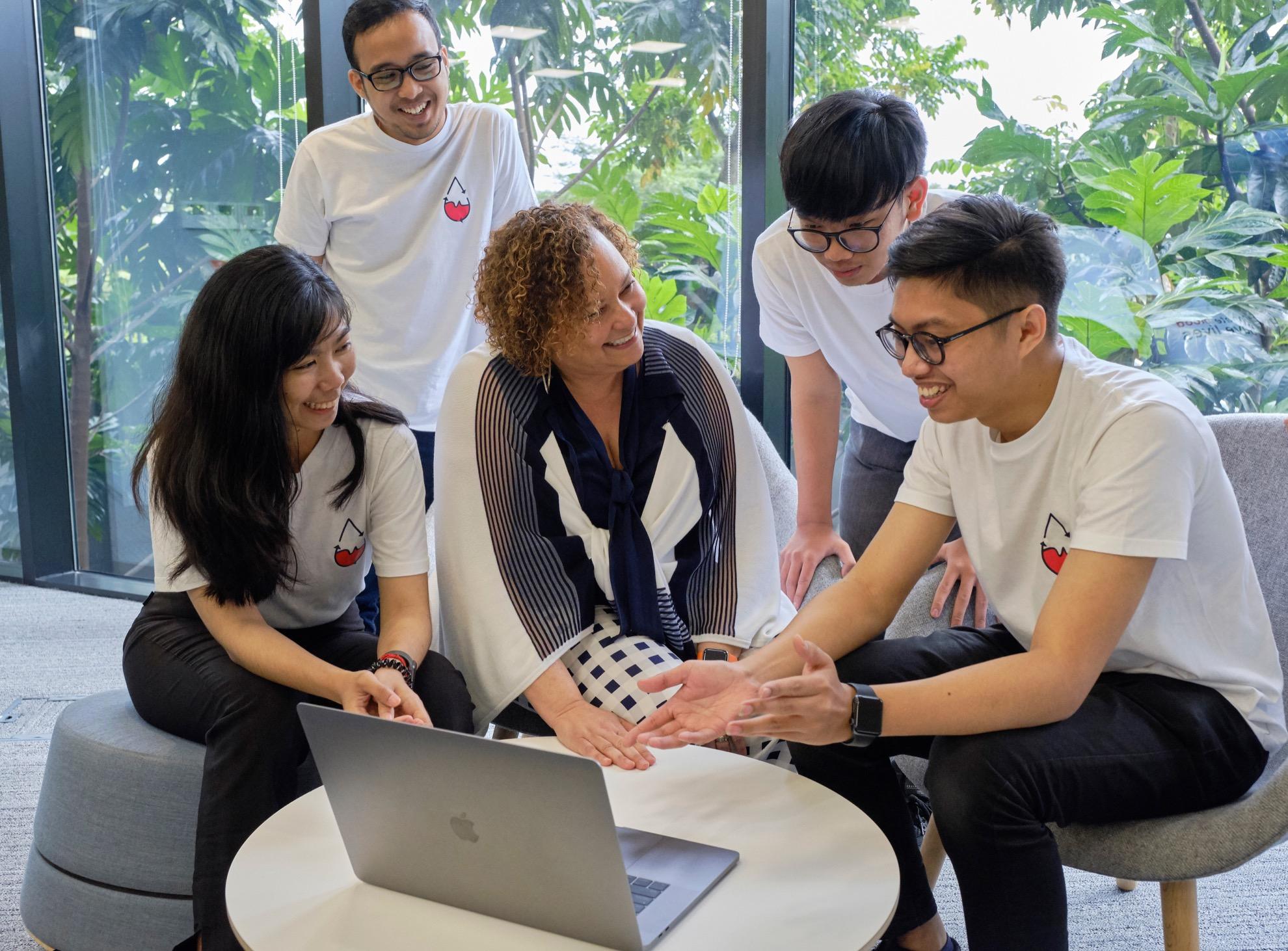 Lisa Jackson e estudantes da Apple Developer Academy