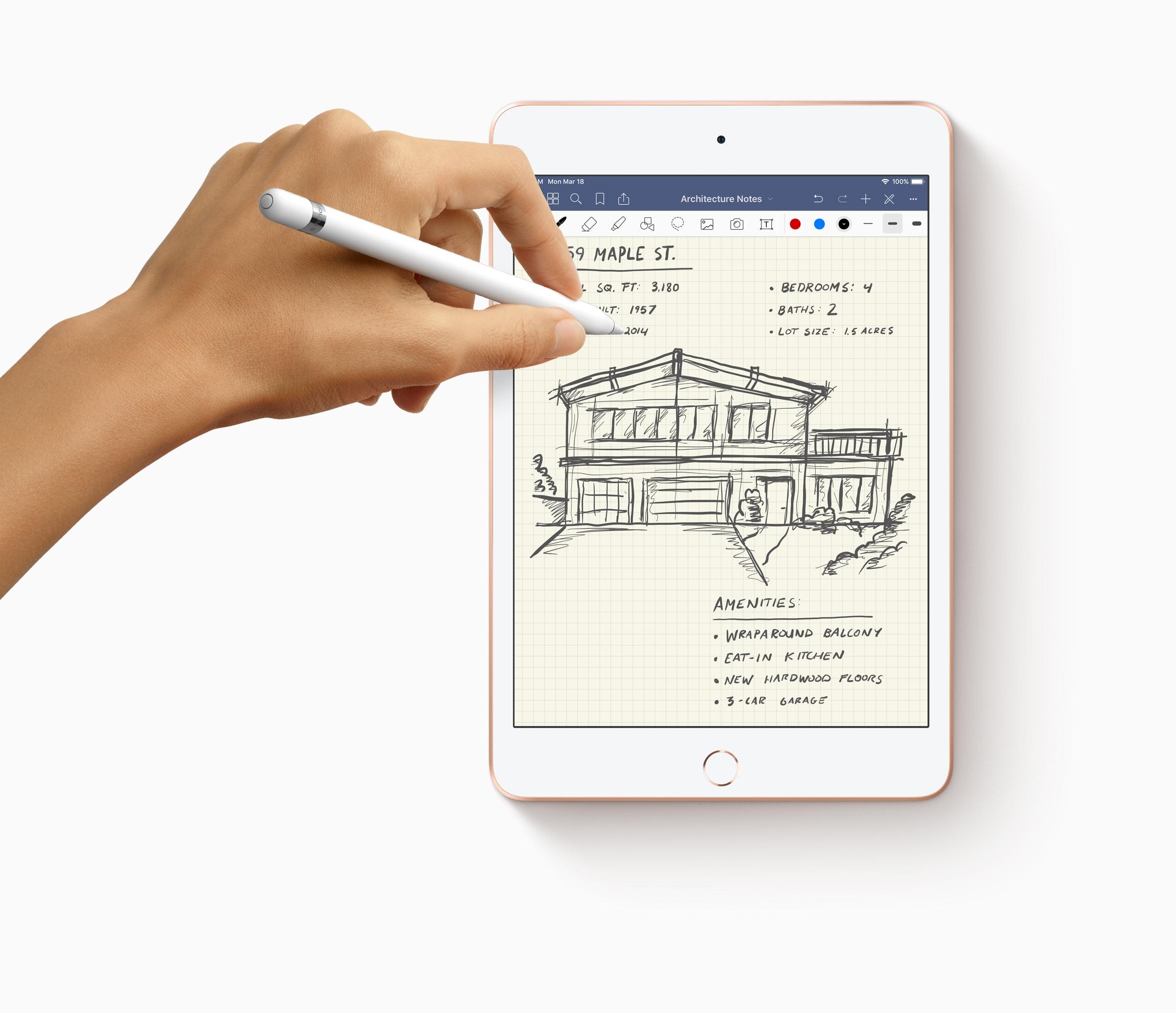 iPad mini com mão usando o Apple Pencil