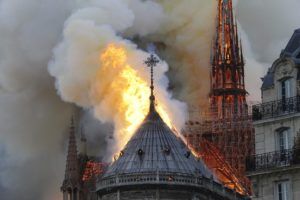 Fogo na Catedral de Notre-Dame