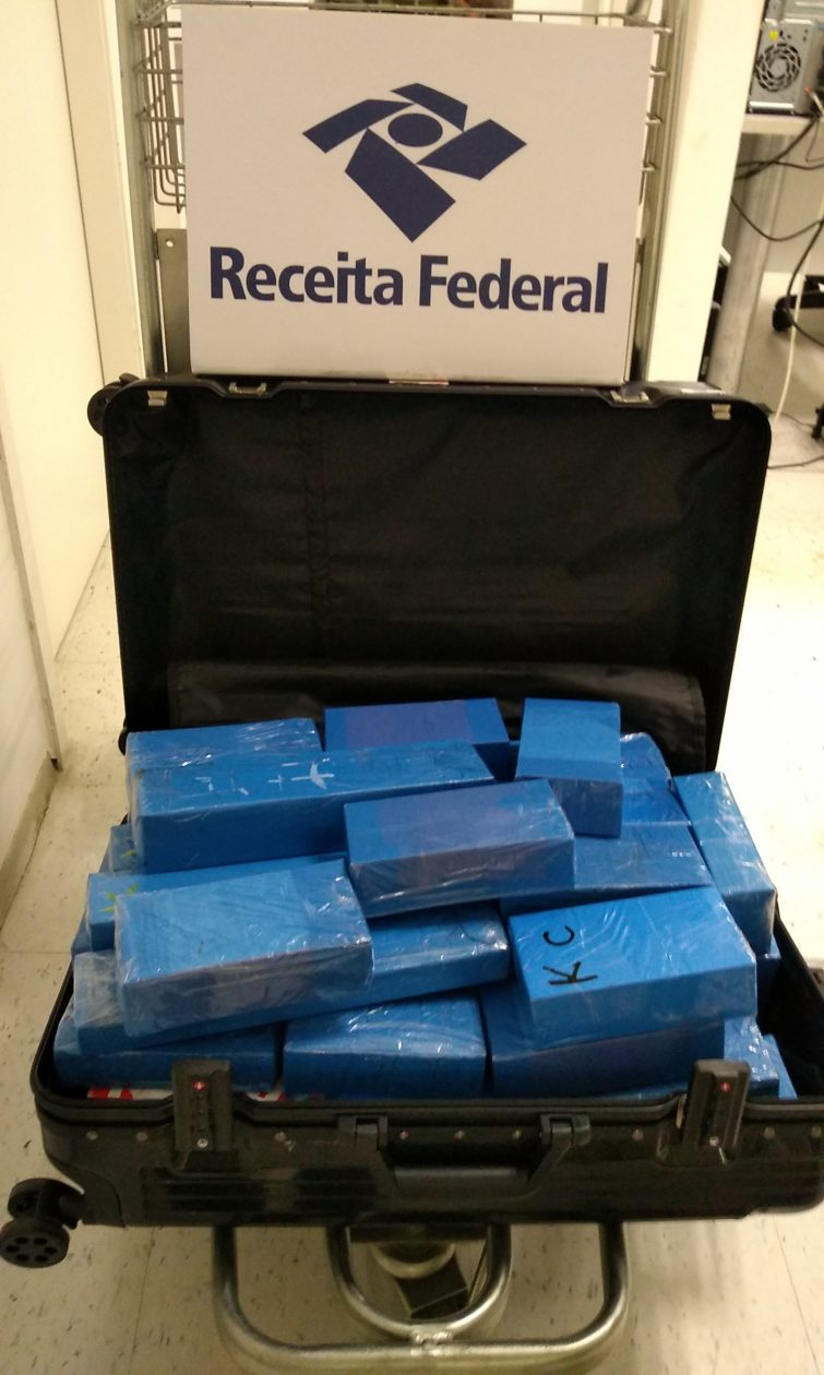 Mais de 60 iPhones são apreendidos pela Receita Federal no Aeroporto Internacional de Natal