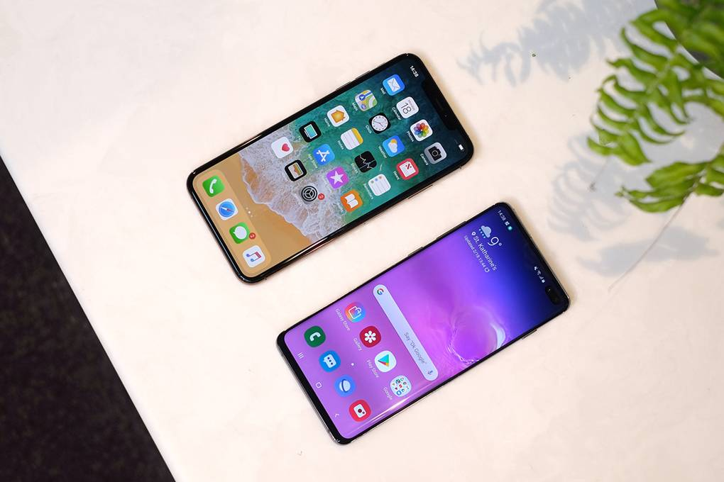 iPhone XS vs. Galaxy S10