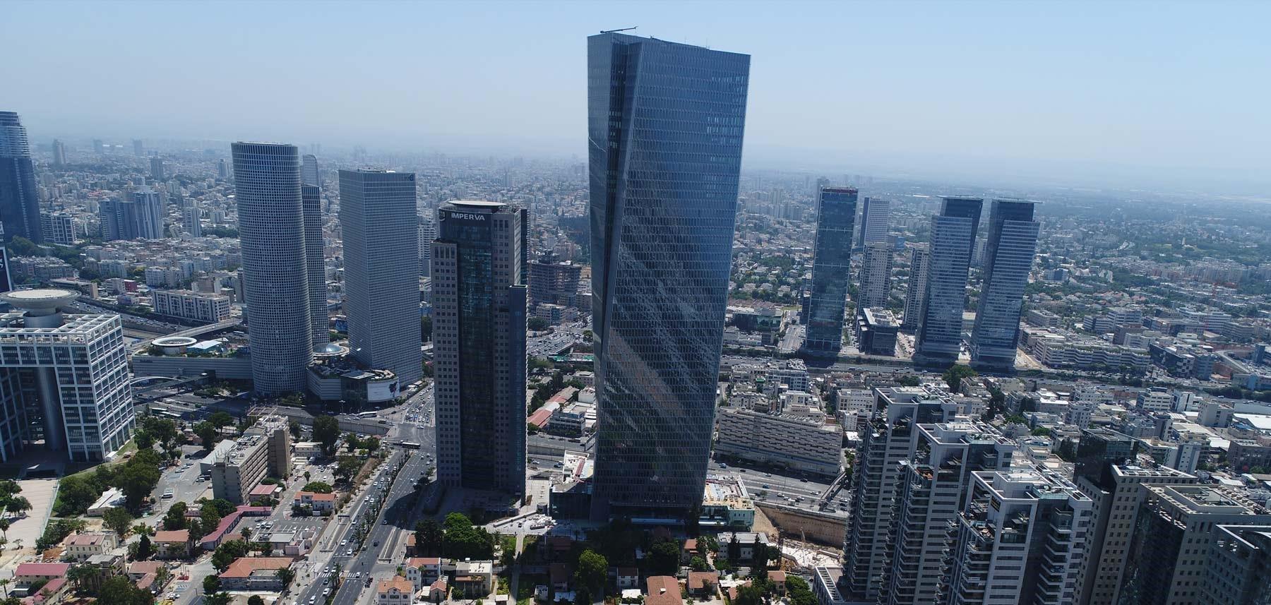 Azrieli Sarona Tower, em Tel Aviv (Israel), onde a Apple abriria uma loja