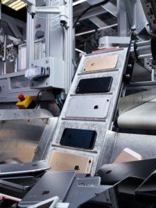 iPhones sendo reciclados em fábrica de Austin