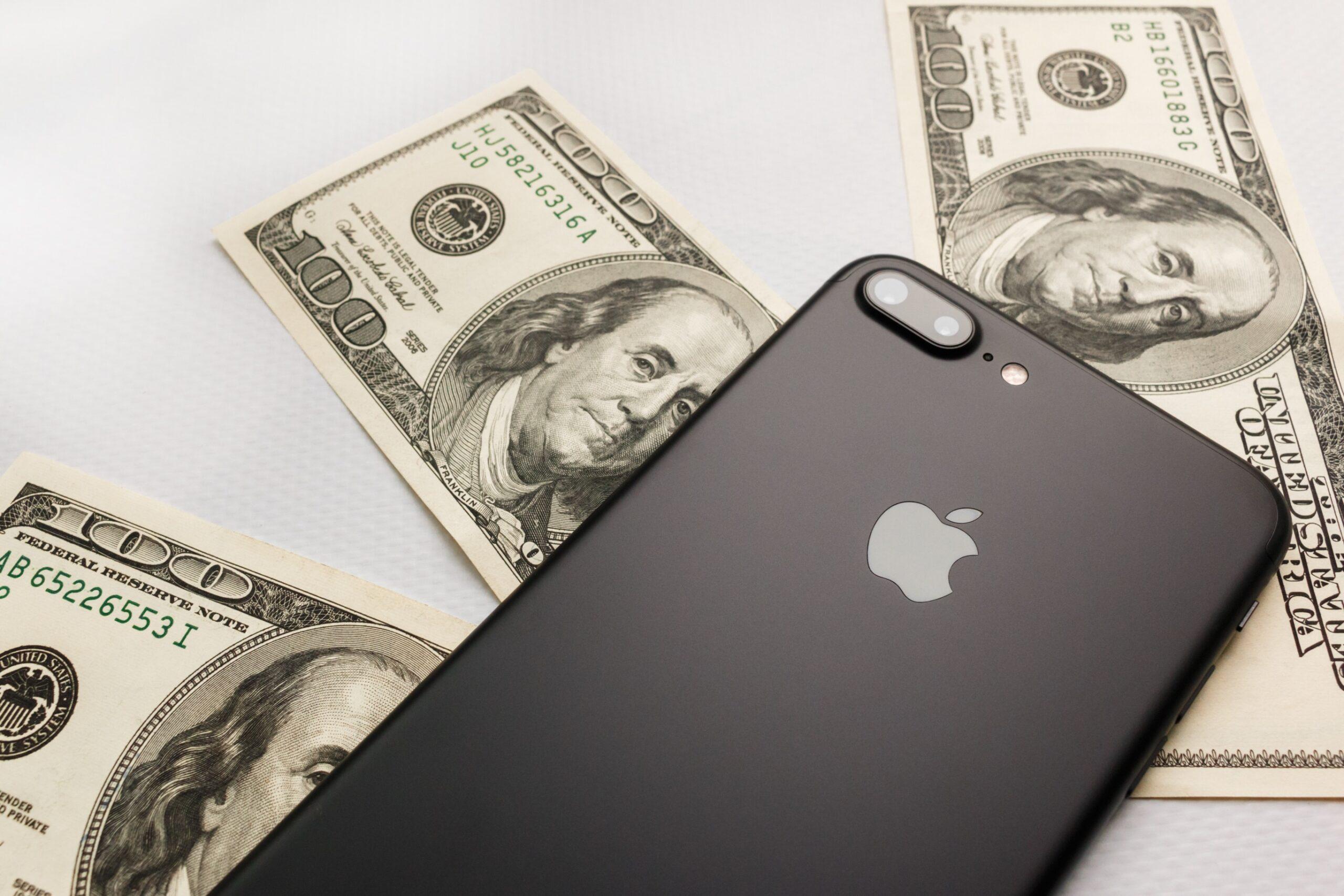 Dólares e iPhone
