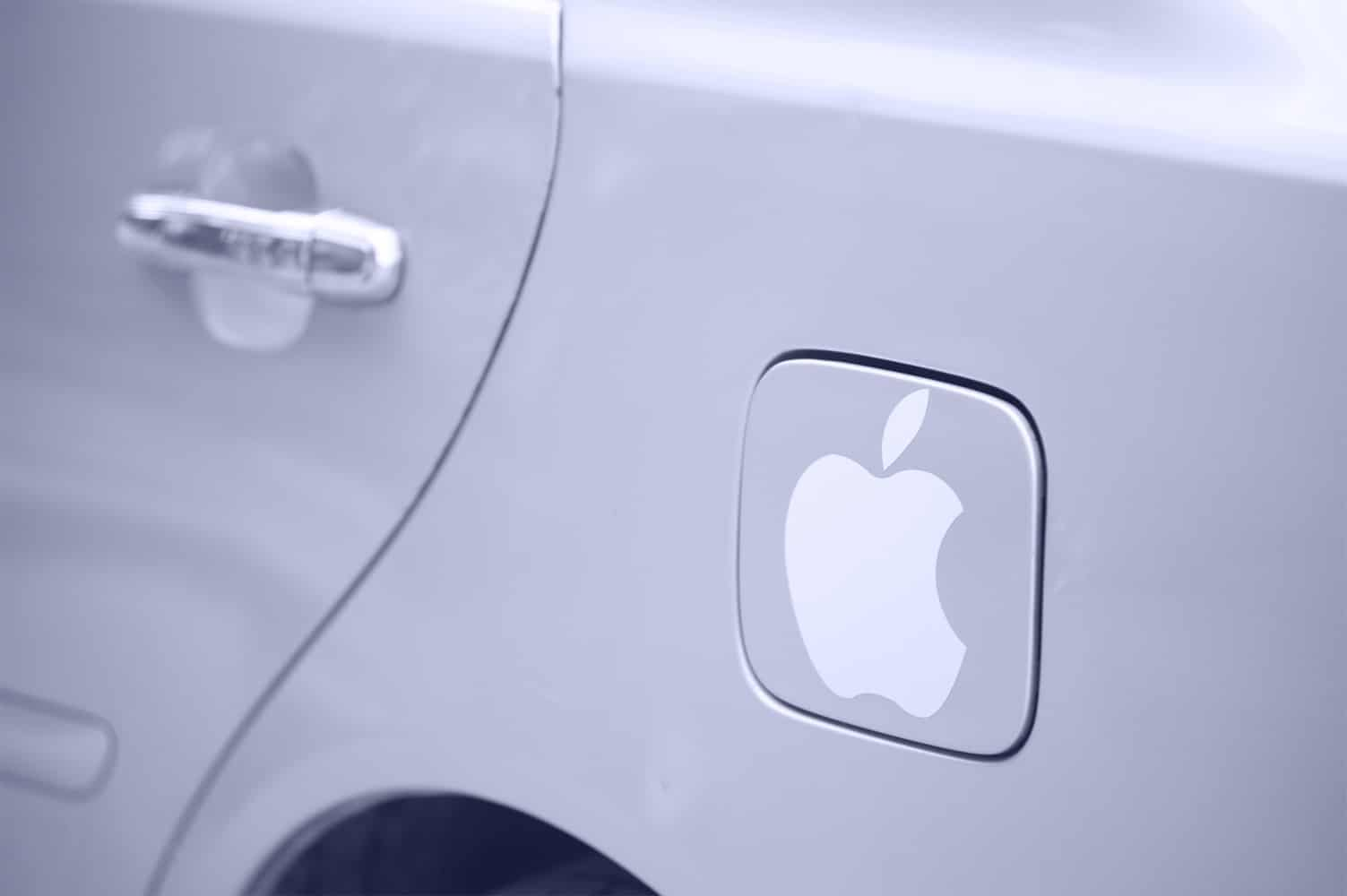 Apple Car (carro com adesivo da Maçã)