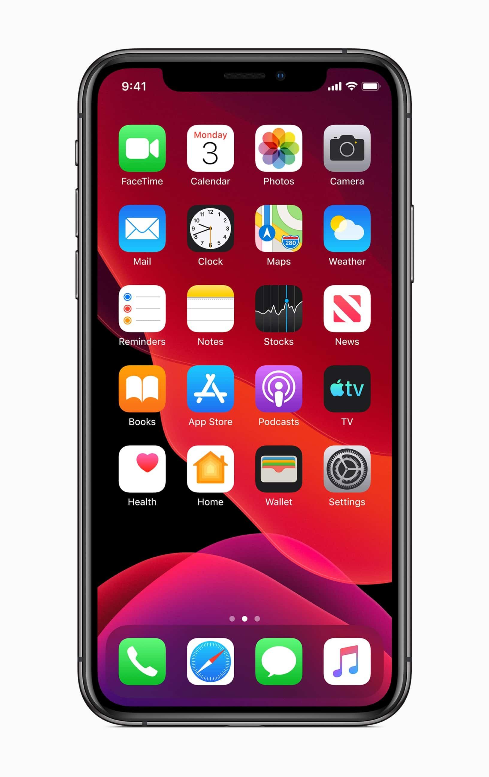 Tela inicial do iOS 13 num iPhone XS Max