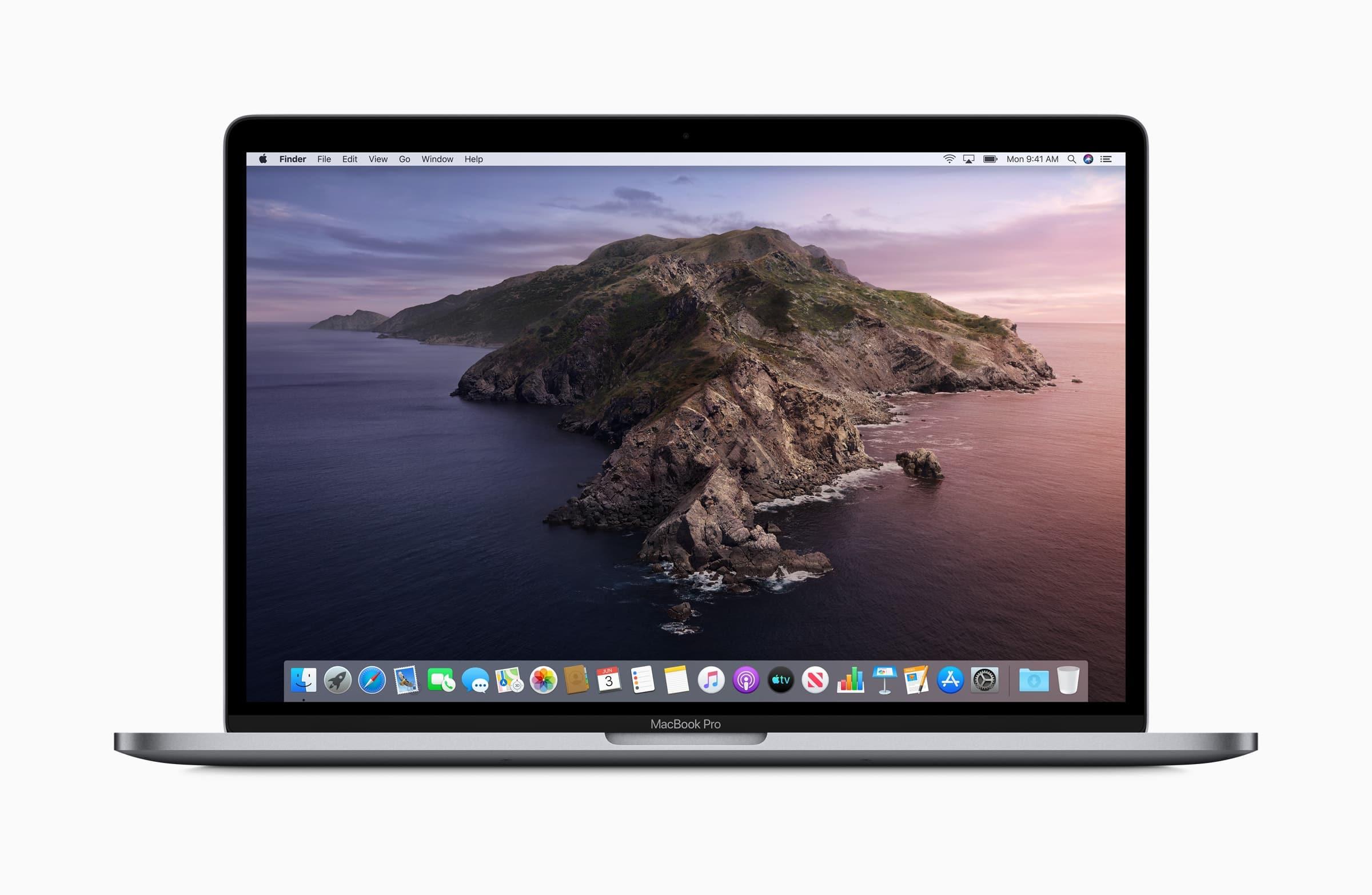 macOS Catalina num MacBook Pro de frente