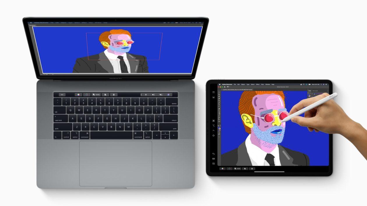 Recurso Sidecar do macOS Catalina com tela de MacBook Pro estendida em iPad Pro