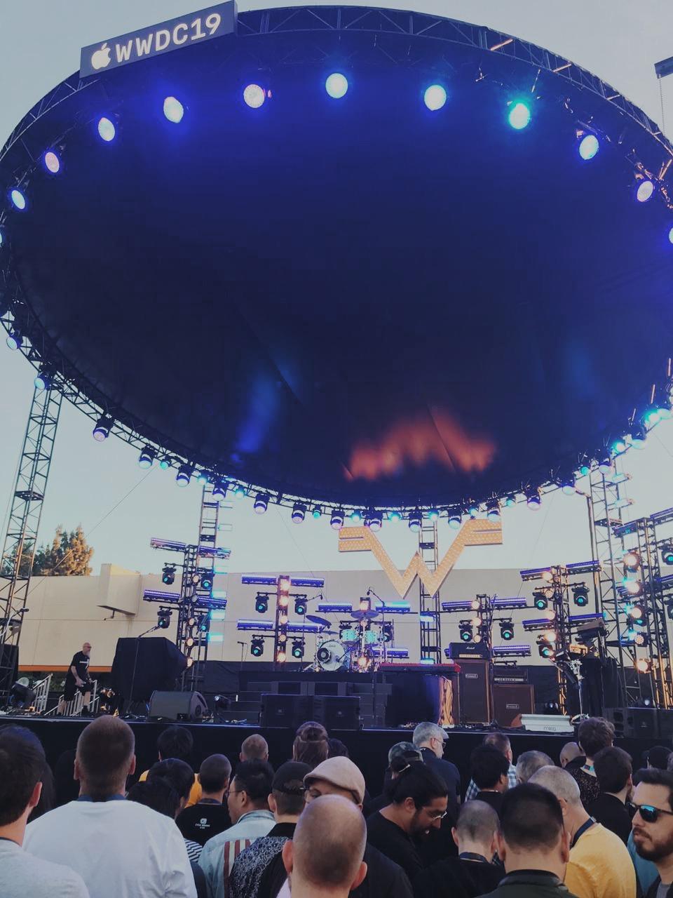 Palco da festa que aconteceu na quinta-feira (6/6), onde a banda Weezer tocou
