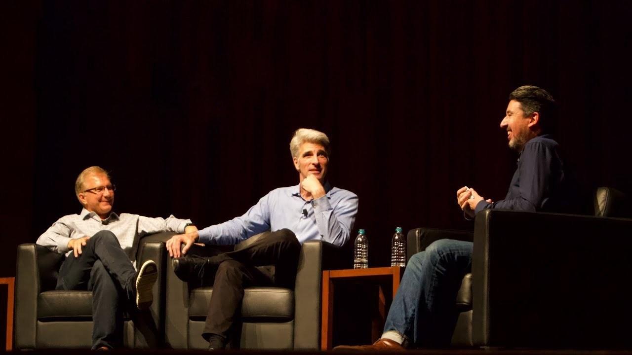 Greg Joswiak e Craig Federighi em bate-papo com John Gruber após a WWDC