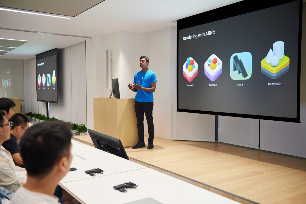 Aula sobre frameworks de realidade aumentada em Aceleradora da Apple