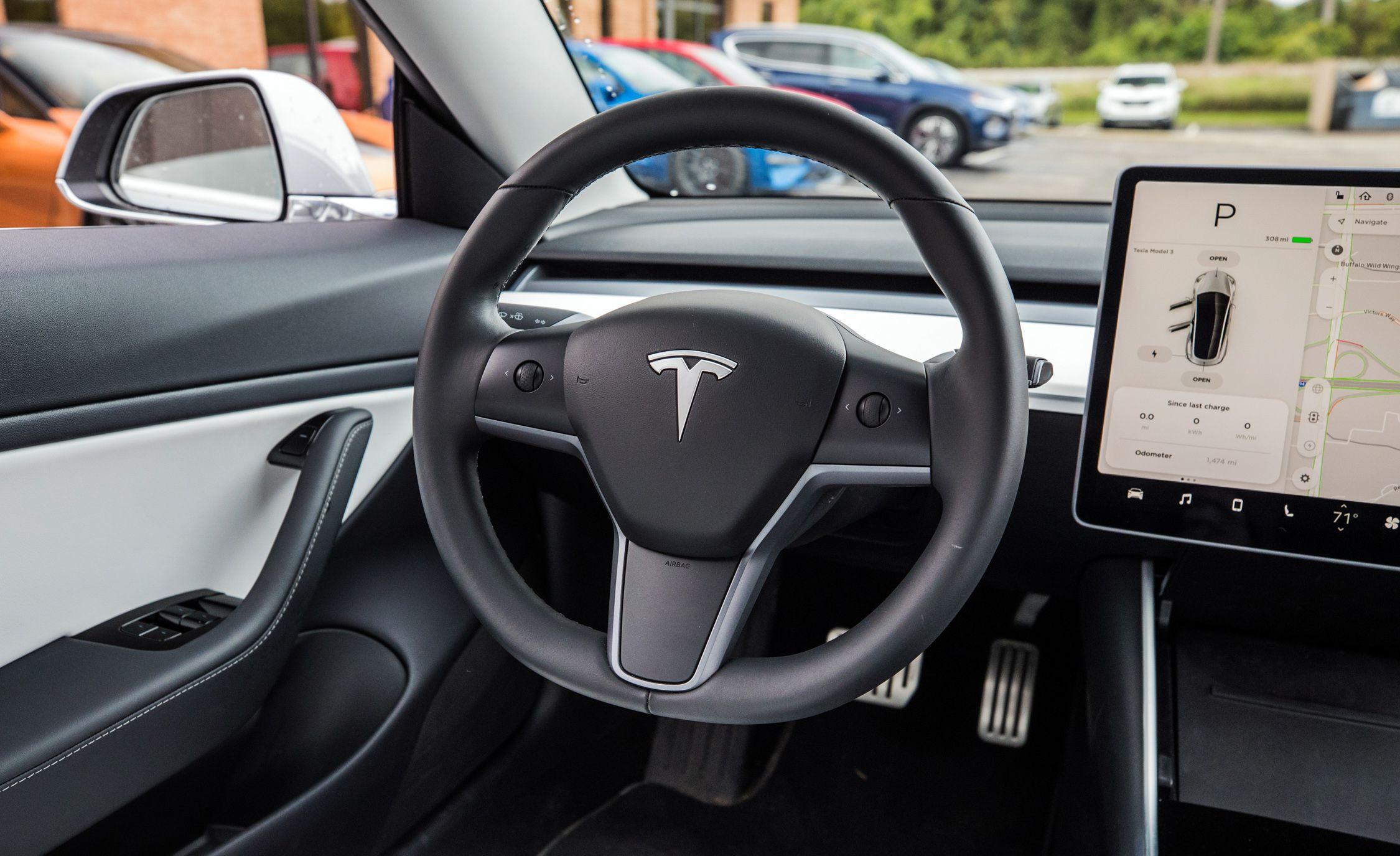 Volante e sistema do Model 3 da Tesla