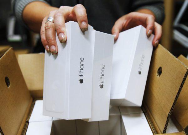 iPhone em caixas