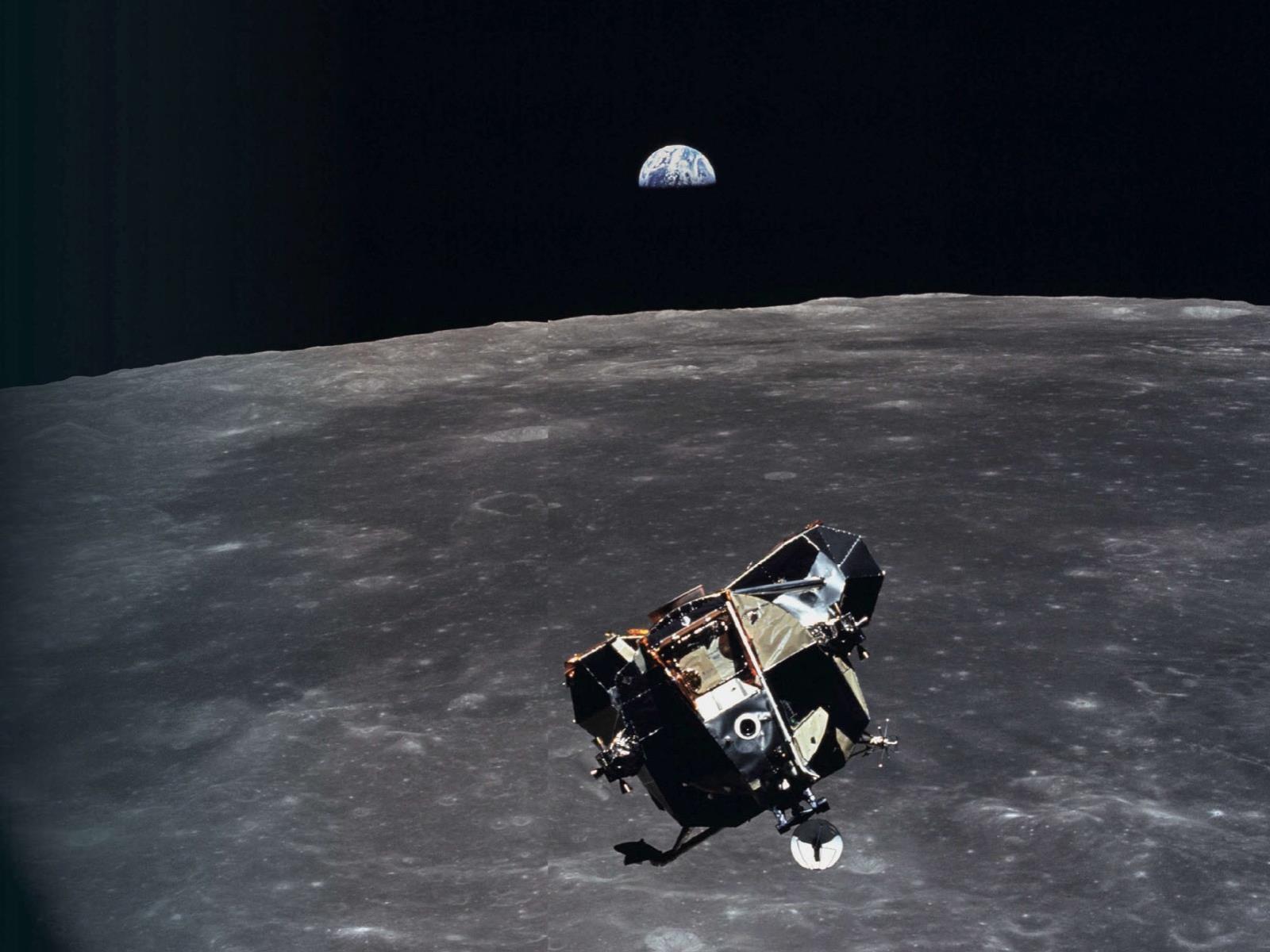 Apollo 11 na órbita da lua