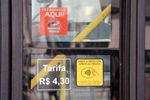 Ônibus de São Paulo com pagamento de passagens via Apple Pay ou outros meios contactless