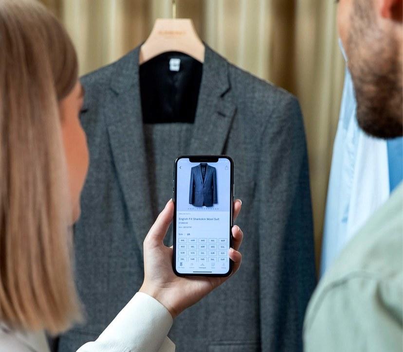 Burberry R Message, app desenvolvido em parceria com a Apple