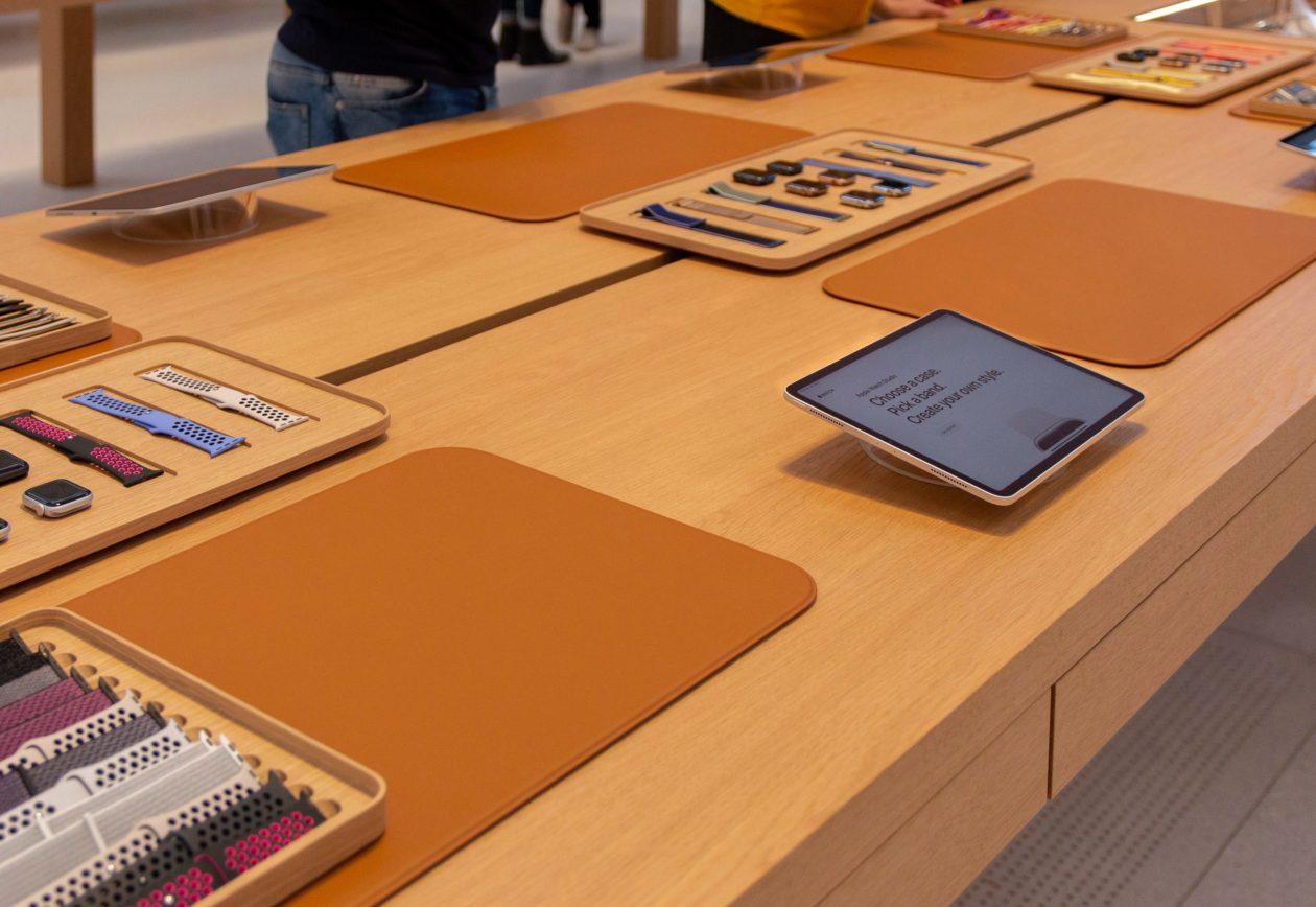 Apple Watch Studio em uma Apple Store