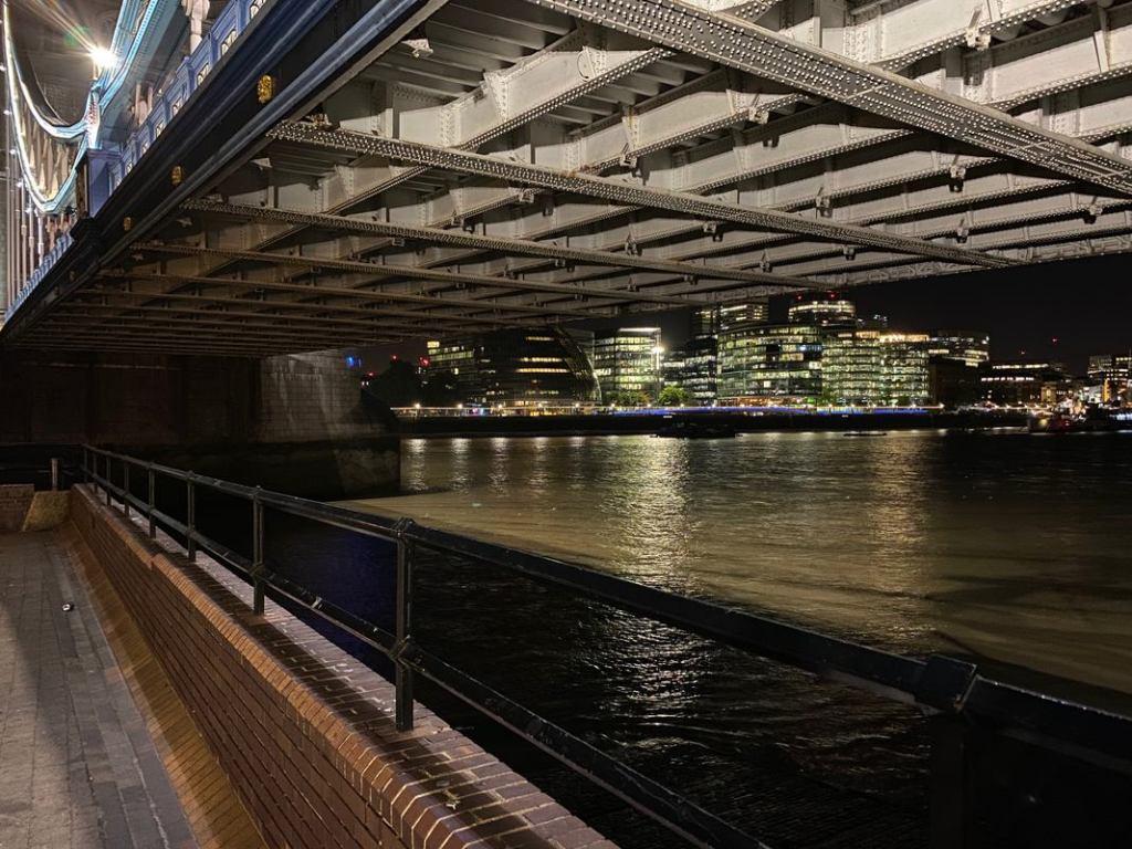Foto de ponte tirada com o Modo Noite