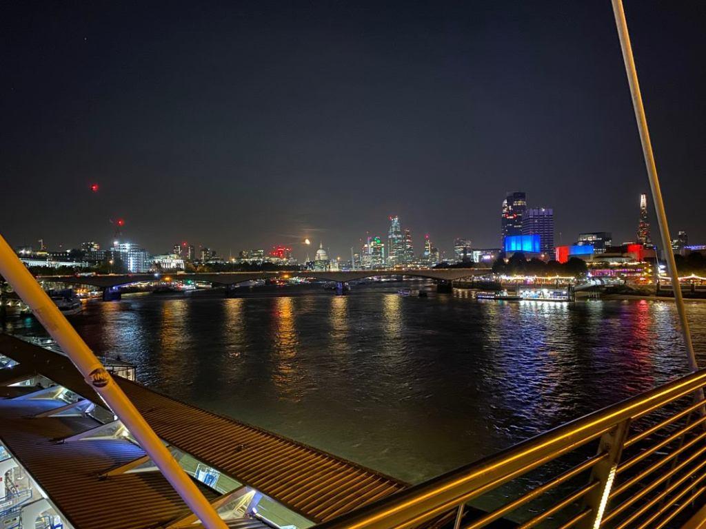 Foto de rio tirada com o Modo Noite
