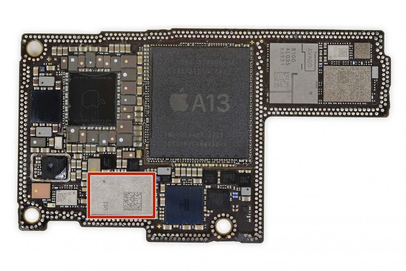 Chip U1 na placa lógica do iPhone 11