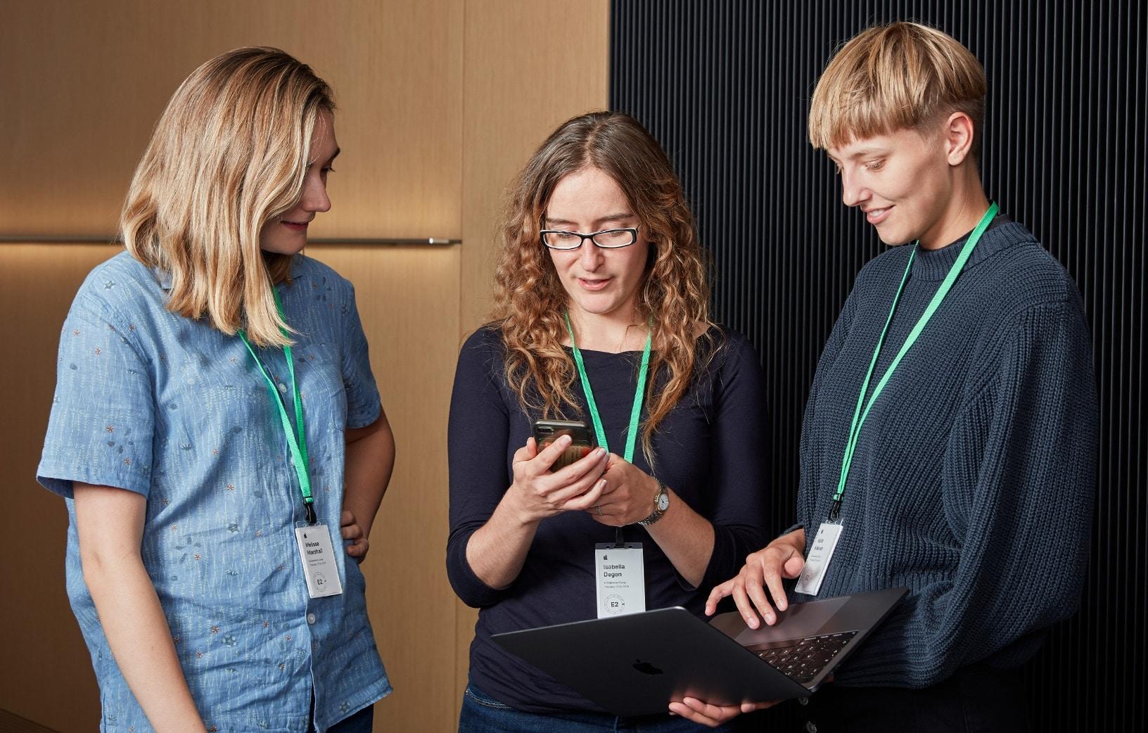 Mulheres desenvolvendo apps