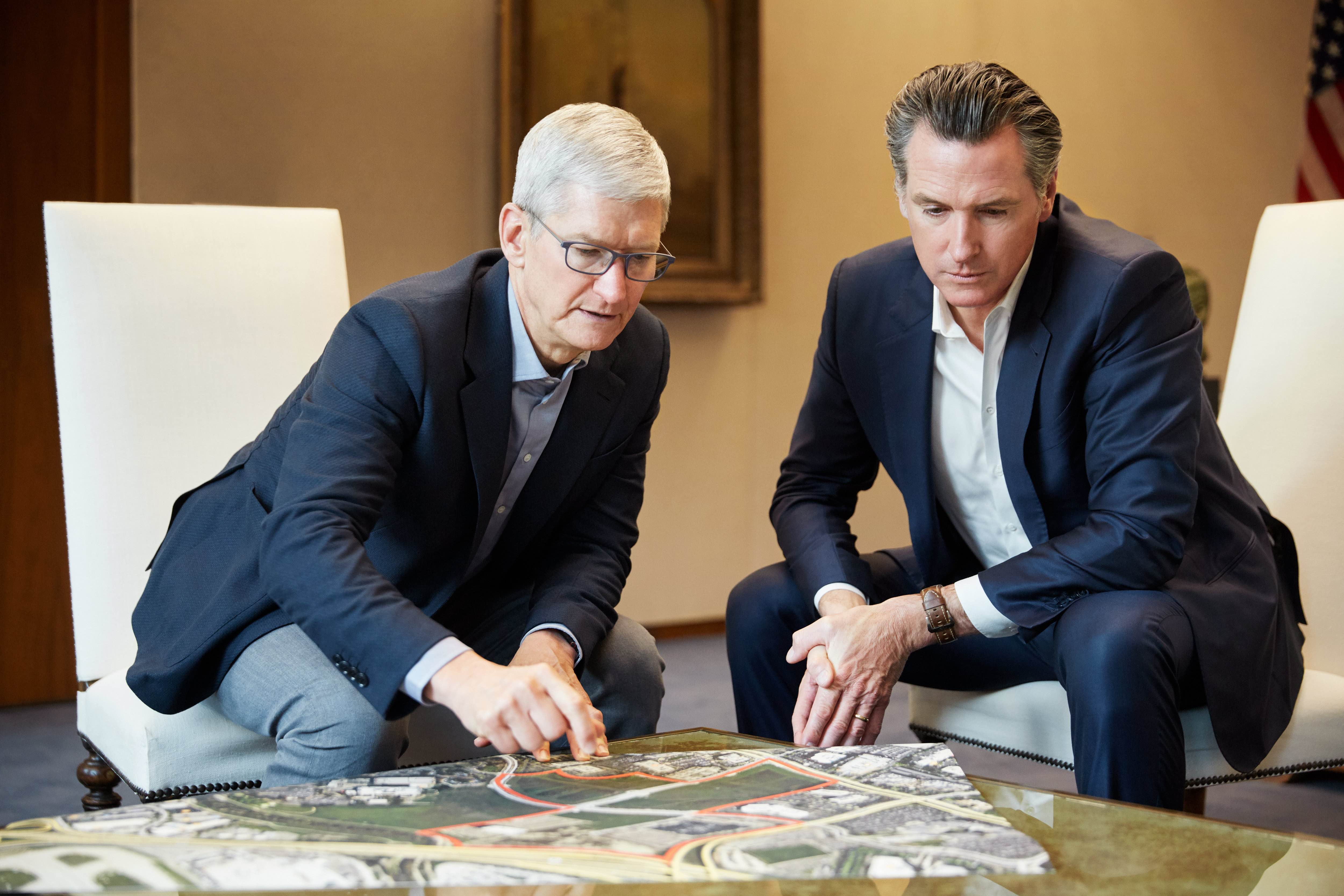 Tim Cook e Gavin Newsom