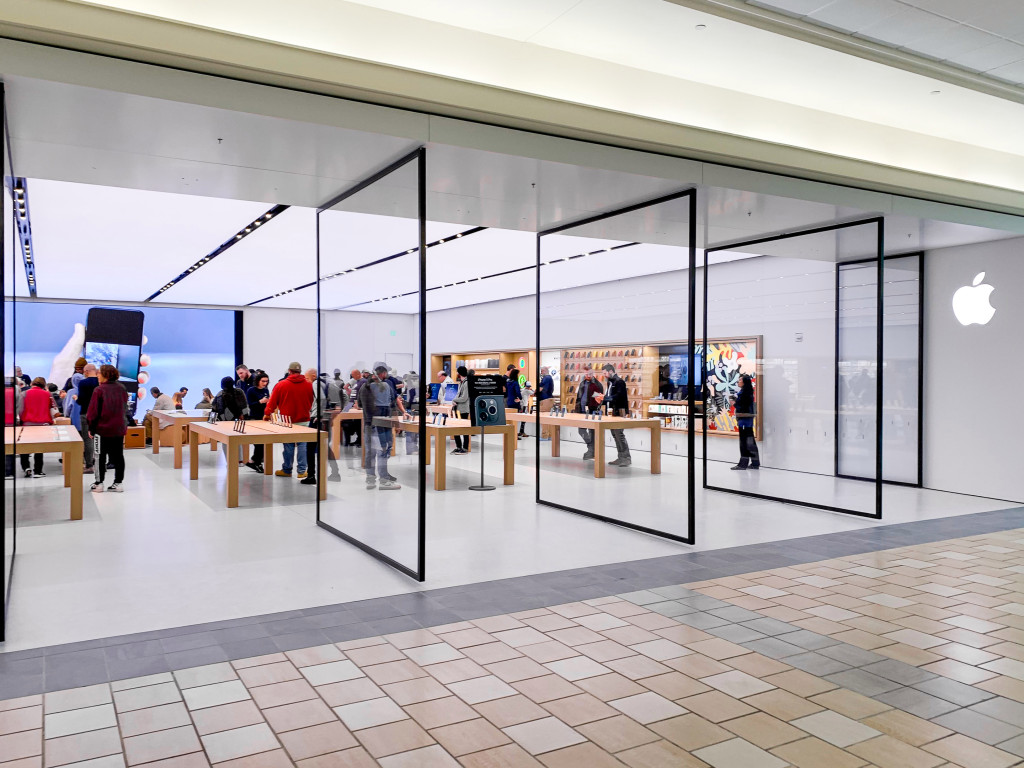 Nova Apple Maine Mall