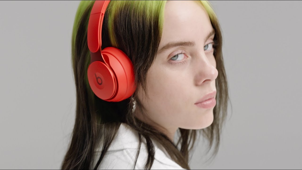Comercial dos Beats Solo Pro com Billie Eilish