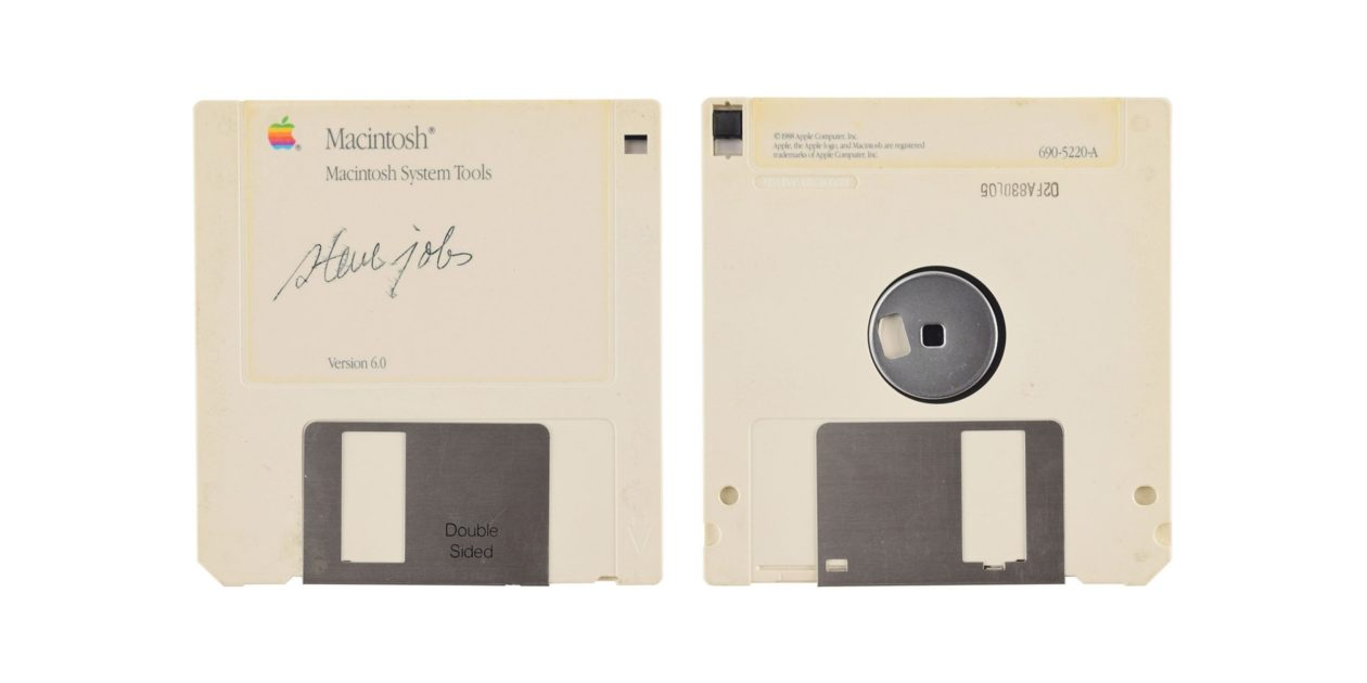 Disquete do Macintosh System Tools autografado por Steve Jobs