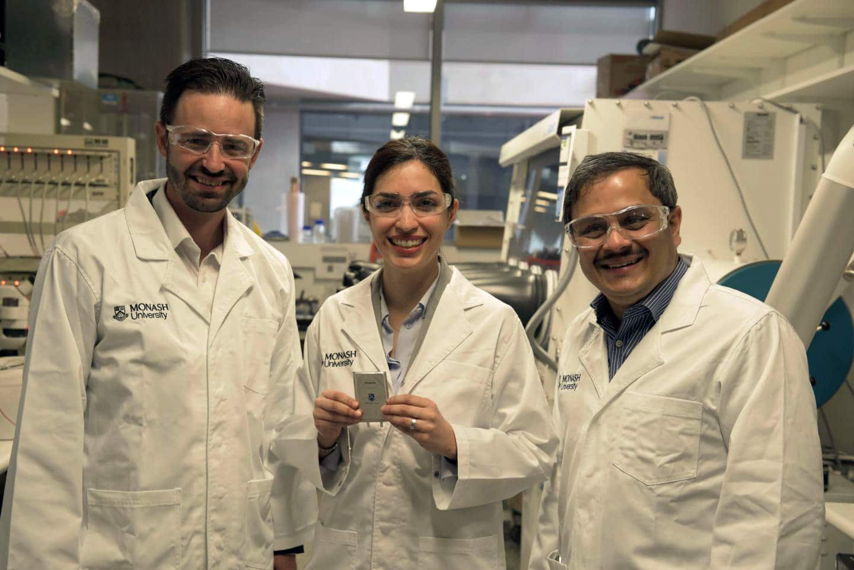 Cientistas da Univesidade Monash com novo tipo de bateria