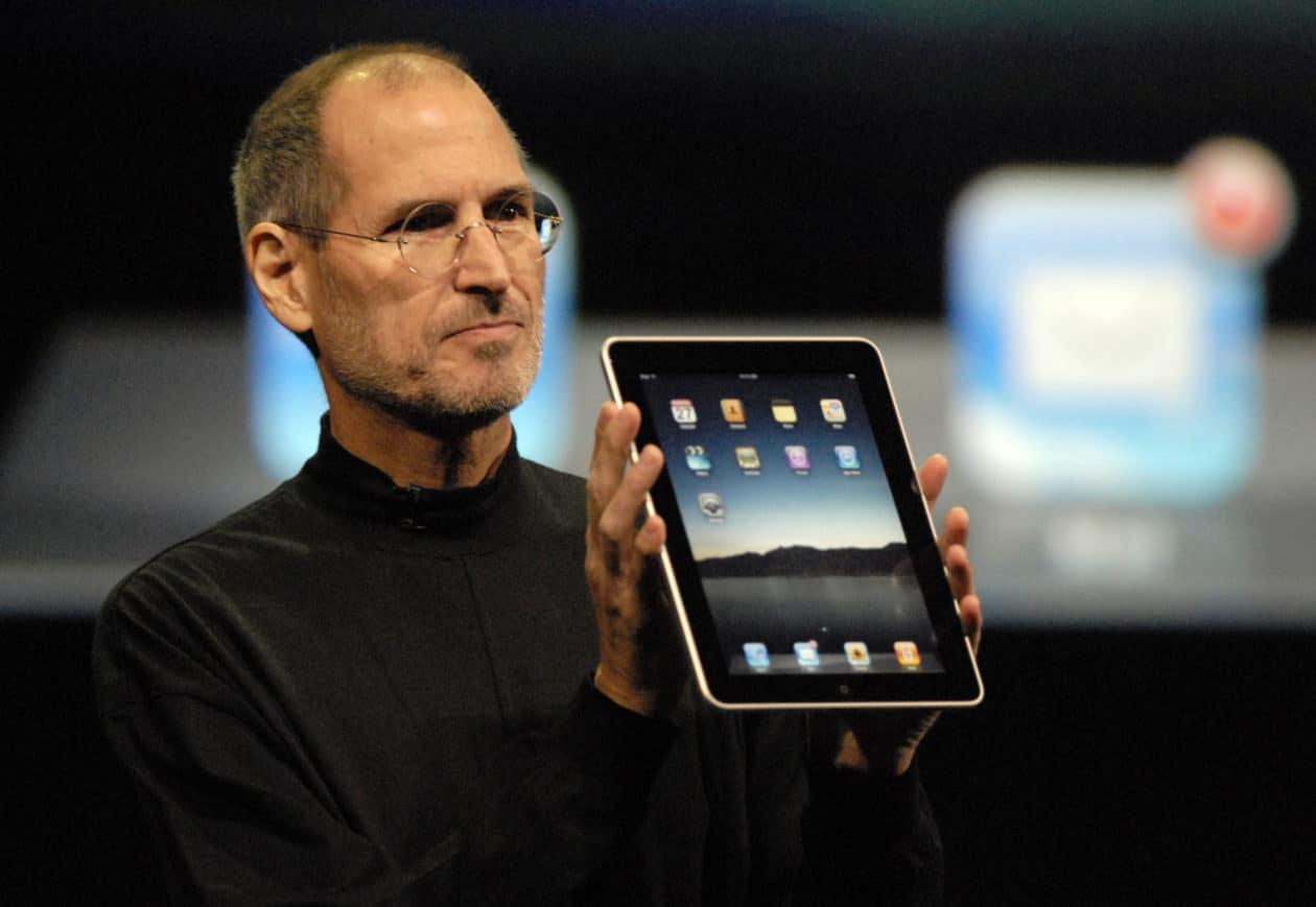Steve Jobs apresentando o primeiro iPad