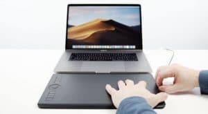 Mesa digitalizador da Wacom conectada ao Mac