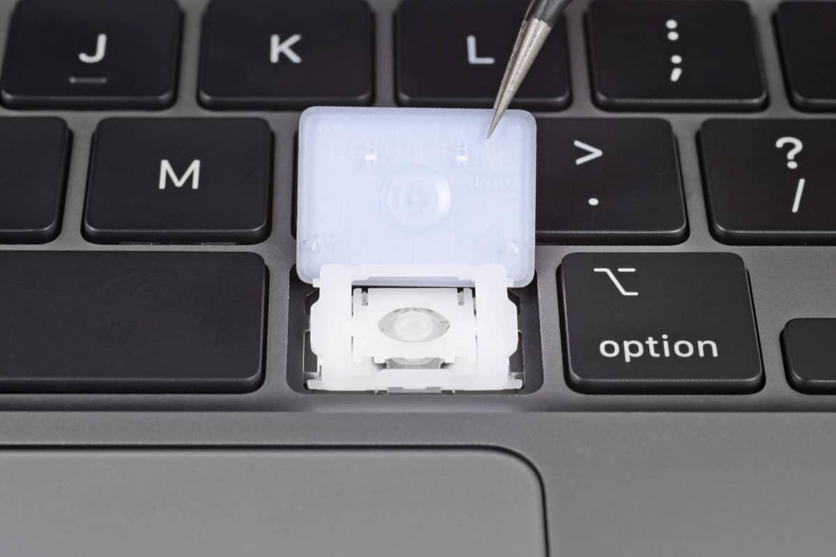 Desmontagem do MacBook Air (2020) feita pela iFixit