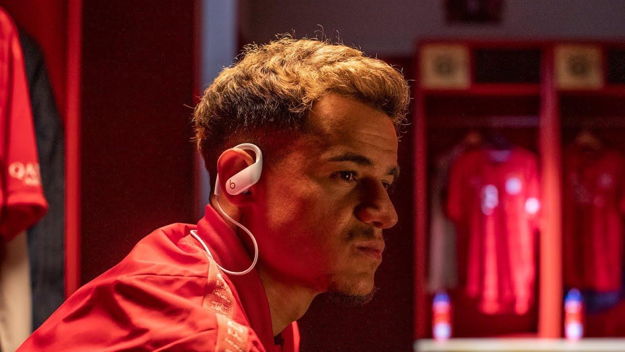 Philippe Coutinho com os Powerbeats