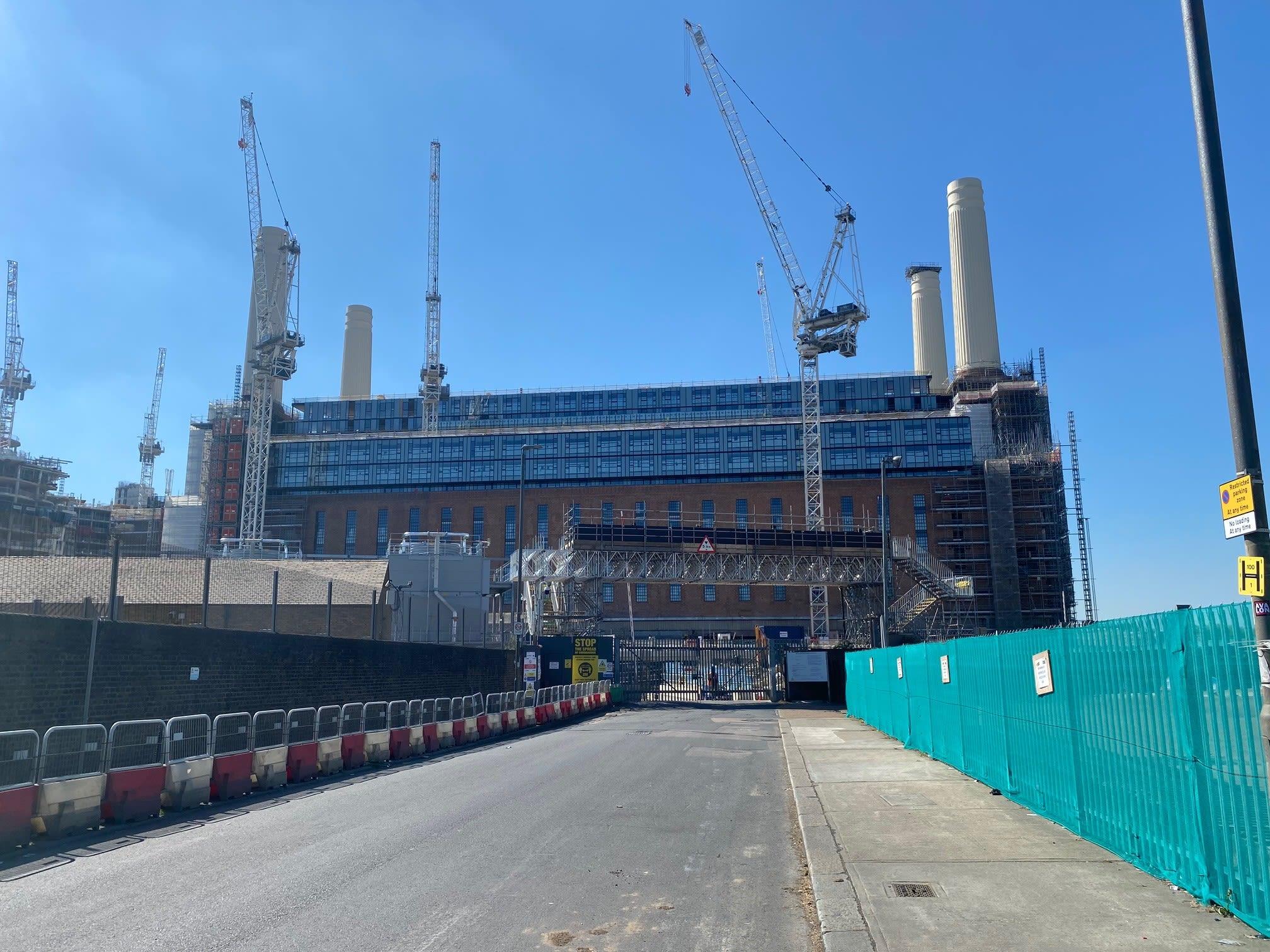 Construção do novo campus da Apple em Londres, na antiga Usina Elétrica de Battersea
