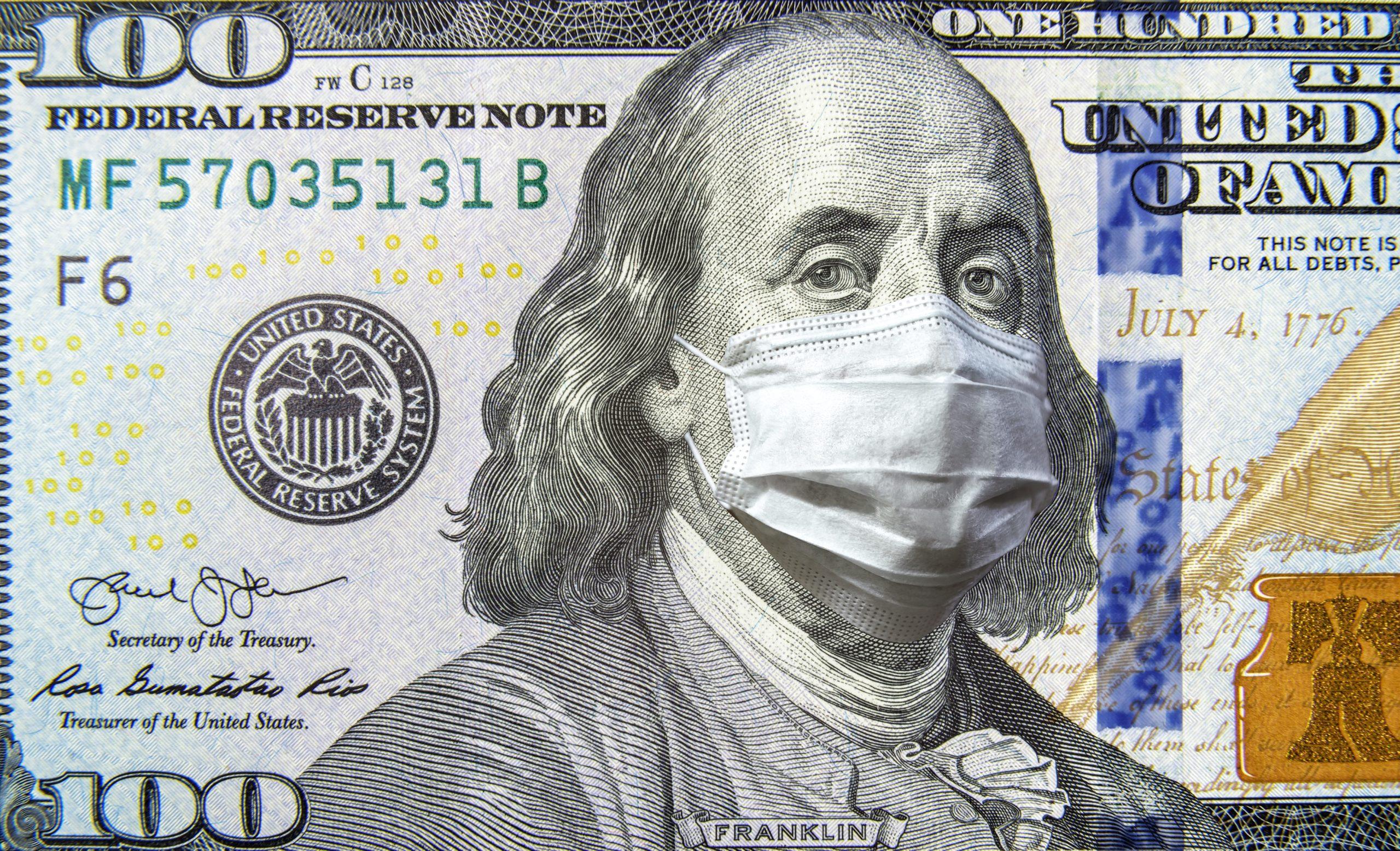Nota de US$100 com máscara