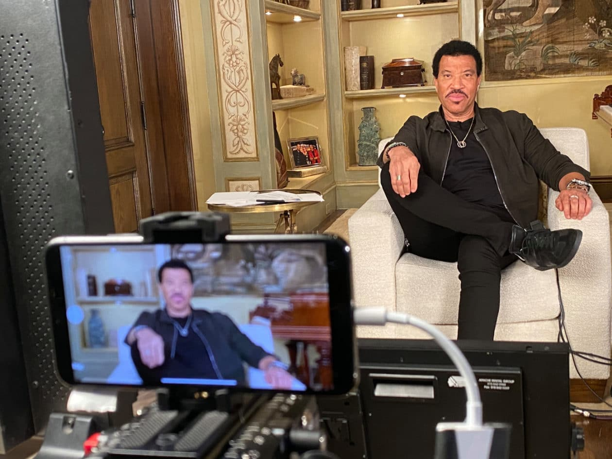 "Lionel Richie gravando os episódios finais de ""American Idol"""