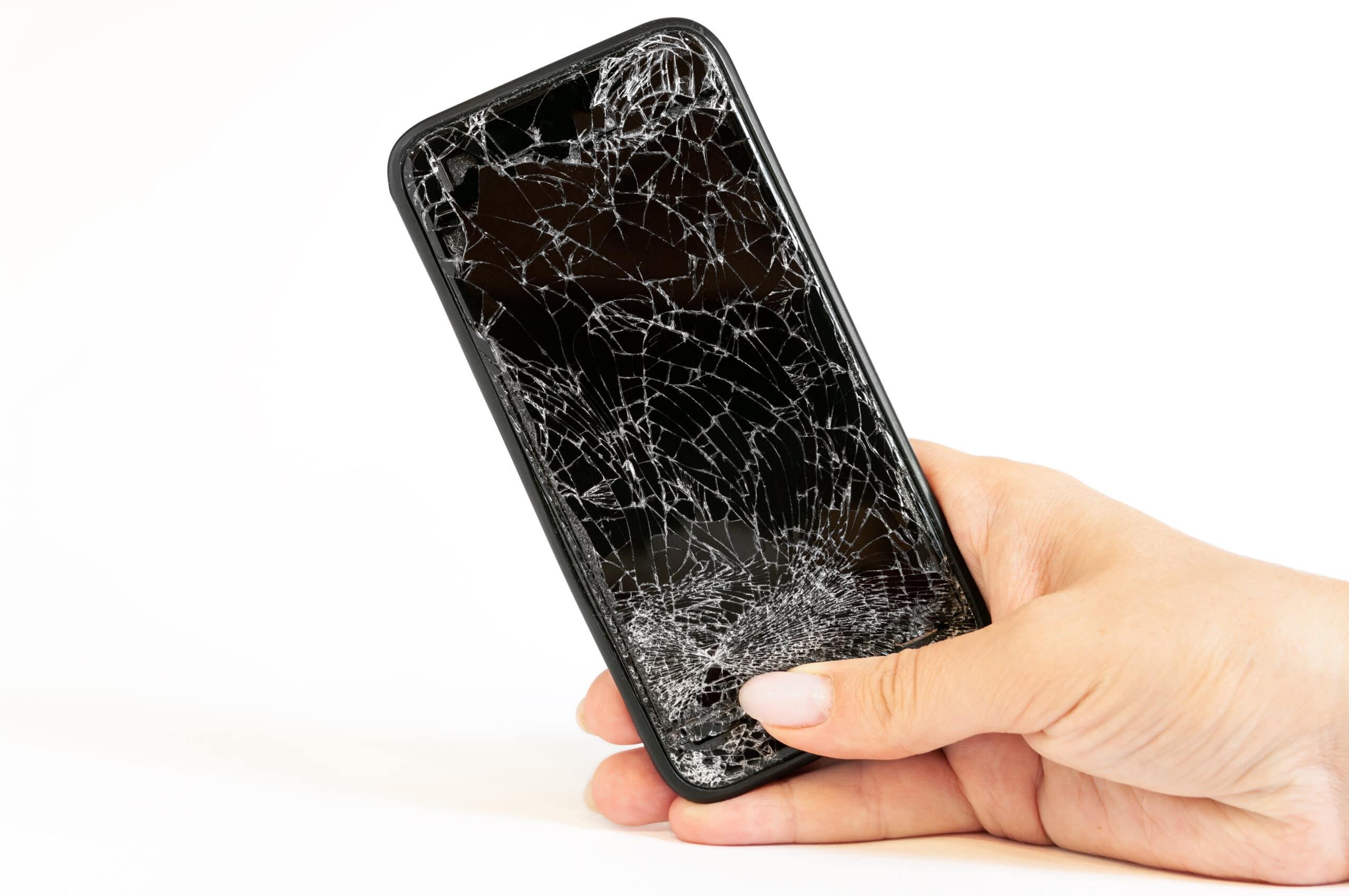 iPhone com tela quebrada
