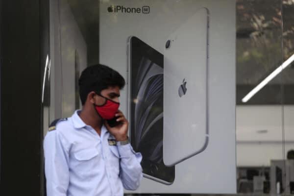Banner iPhone SE na Índia