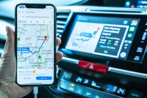 iPhone com GPS e CarPlay