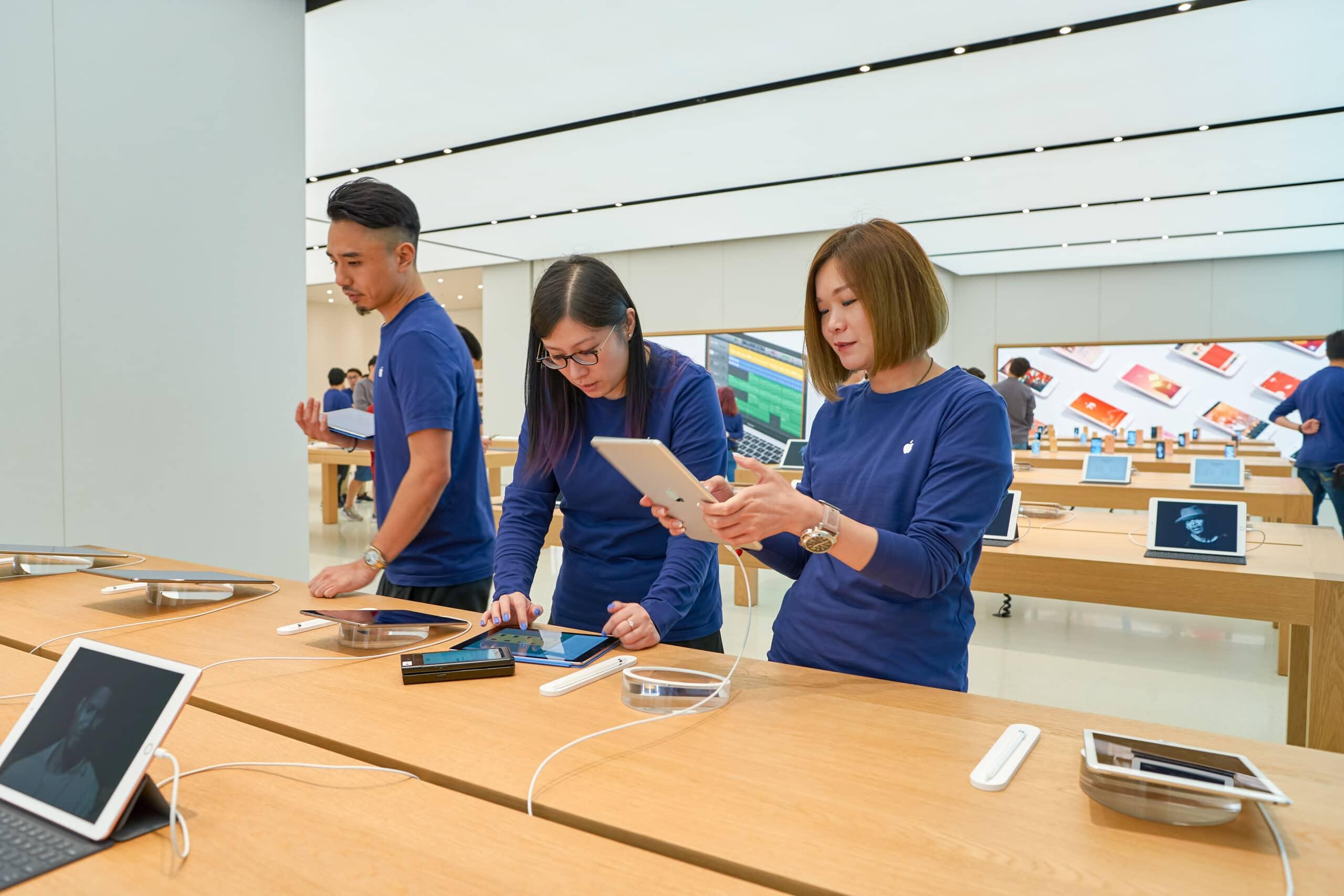Empregados em Apple Store